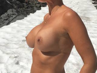 Flashing tits in Norwegian high mountain. Nature and stiff nipples... Do you like the combination?