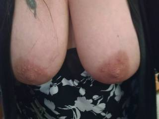 I absolutely love your big dark nipples😋 I could suck on those all night!! I'm stroking my cock thinking about it. 😍
