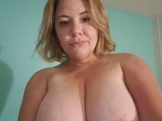 Jennifer showing off her big tits