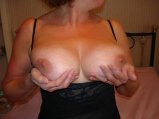 hi there ,peter in portsmouth here ,love your sexy body ,are you into swinging were looking for couple to play with if your interestd?.get in touch ,cam first see how things go then meet up ...