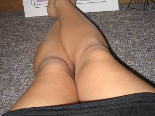 OMG....I want to kiss and lick them, especially those cute knees.  Just awesome.  Thanks!!!!