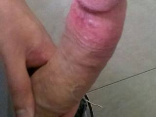 i'd love to service that massive cock!!