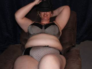 I love big hot women omg you are cock hardening hot