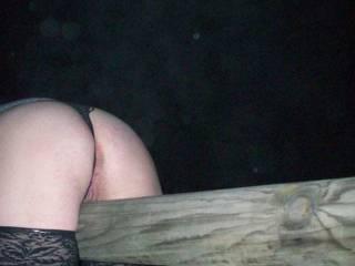 Mi piacerebbe prenderti così, solo spostando le mutandine. In questa foto sei perfetta!