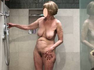 For those who asked for more of my sexy wife in the shower, this is for you😎