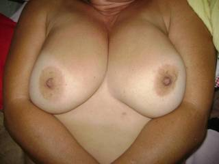 wow... i love your titts. my cock is hard now when he see that pictures.