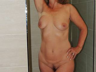 Beautiful, sexy, natural woman. I would love to take you to bed.