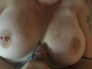 Love cumming all over her tits!