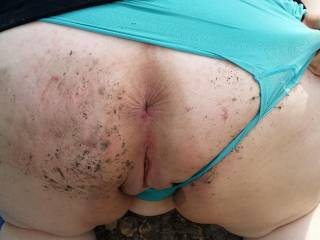 Who else loves fucking outdoors. Her ass got a little dirty during the fun.