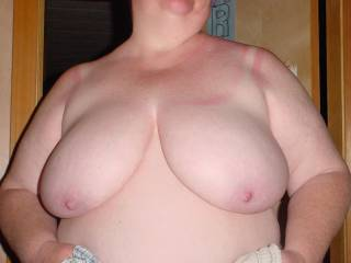 I always thought 44DD was the ideal size boobs on a woman. My ex had em and they were fun for a long time. Nothing like a real live Kansas girl to show the world how to strut herself. YEOW!!