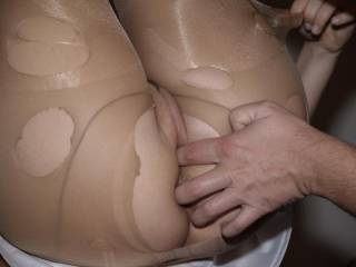 my hubby brada is playing with my pussy and ass....mmmmmm...i like it :-)