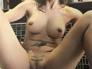 Lattisslut posts some of the most provocative selfies. I\'d like to add my cock to her seductive pose.