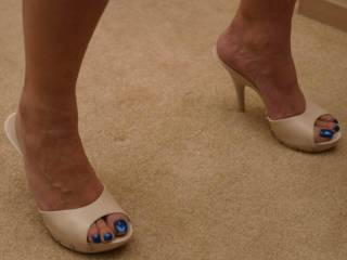 Beautiful heels and toes....I want to be on my knees licking your heels and sucking your pretty toes...maybe u would let me cum on them as well?