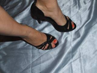 I would like to lick ur feet in front of my wife...