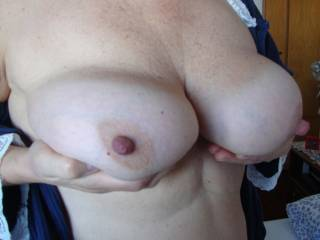 very nice curves, and those nipples so need to be sucked on!!!