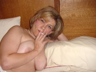 that is so fucking sexy.... i get hard instantly when i see a beautiful mature woman smoking... naked.... getting ready to have me...mmmmm
