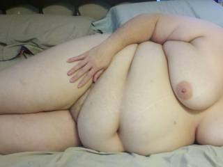 Mmmm LUV  big gals,  that belly and suckable boob is making my cock hard.