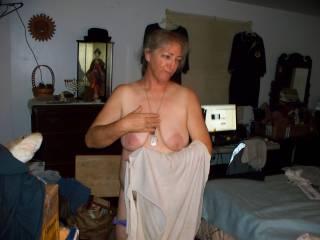 Love those tits. I wanna suck and tug on them nipples with my teeth!