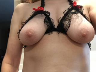 Gorgeous tits. Love to suck those and cum.all.over them. Mmmmm