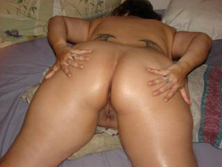 nice ass, nice pussy! i love it shaved! i'd like to blow my load deep inside of her