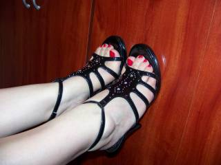 i want to cum over ur feet mmm big load for u baby