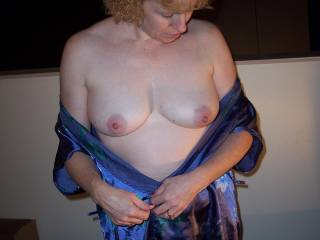 Love those natural tits. Very much ok!