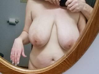 tit shot in the mirror