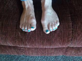 I could so easily crawl across the floor to come kiss, lick, sniff and suck on those gorgeous toes for you...such a massive turn on to see them yet be unable to touch them....Beautiful! Ty for posting :)