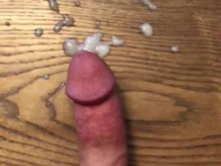 Lots of cum to lick up!