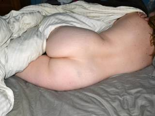 I would like to curl up next to you and slide my cock right between those beautiful ass cheeks of yours, very sexy
