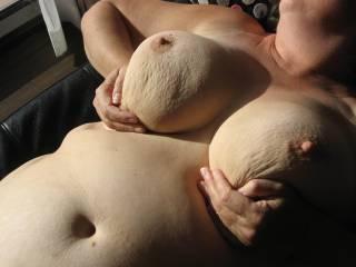 mmmmmmmmmmmmm-love the belly and those big soft fuckin titties!!!!!!!!!!!