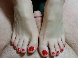 I love her sexy feet and toes. I have a foot fetish. I would love to have her feet in my face to feel them against my face so I could smell them lick them and suck each and every sexy toe.
