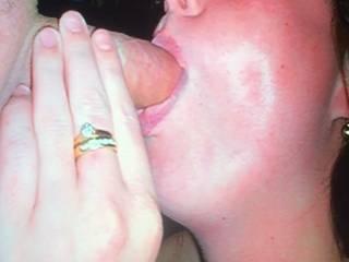 Mid 20s x loves sucking dick
