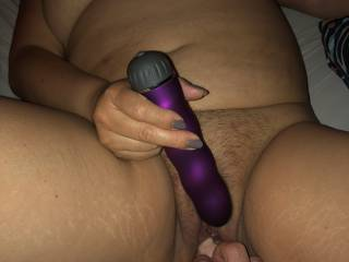 This inflatable dildo fills her completely