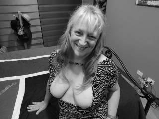 """Femme Sexuelle - Noir et Blanc Classique: """"Married Tits For Your Loving"""""""