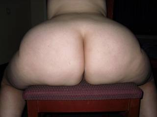 mmmmm, would love to have that amazing ass in my face, lick and suck on every beautiful inch of it!