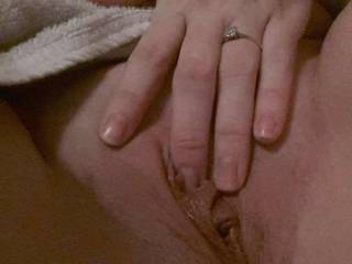 Been swapping nudes and tributing real horny sluts! They love my filthy commentary whilst I\'m wanking over them 💦