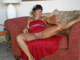 love to enjoy that married pussy, stretch it wide !!