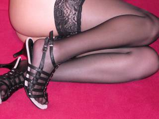 That's so sexy .love to see legs in nylons or pantyhose.