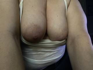 Loves flashing those nice sexy tits!