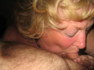 I sure would love a Mature woman to do that for me mmm 👌🏻👍🏼😉