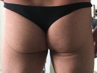 I just love my hubby's pert arse in his thong. 🤪👅 don't you ladies?