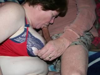 she looks so good with a big cock in her mouth!!!!!!!! mmmmmmmmmmm