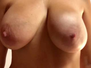 A dance of natural tits for all Zoigers as a Happy New Year!