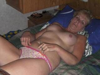 mmm un régal que de baiser une mature aussi bandants que toi  a treat than a fuck as hot as you mature