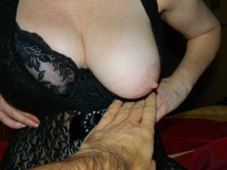 a great nipple flash, ready for a good hard sucking, dont you think ??
