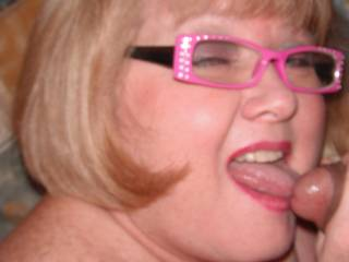 Oh yea!  I love them high speed cock sucker glasses.  Man I would love to fuck that face.
