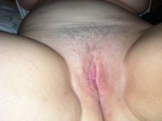 love to dine up her luscious thighs and dine on her tasty looking pussy for an hour or four