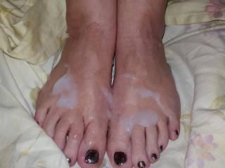 mmmmmmmmm LOVE to lick and suck her toes clean
