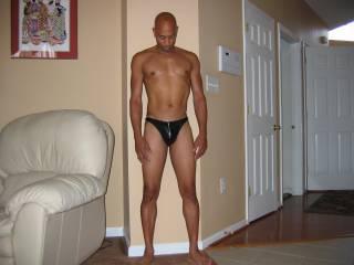 mhhhhhhhh, I wanna unzip slooooooowly !!! Great body with a sexy outfit !!!